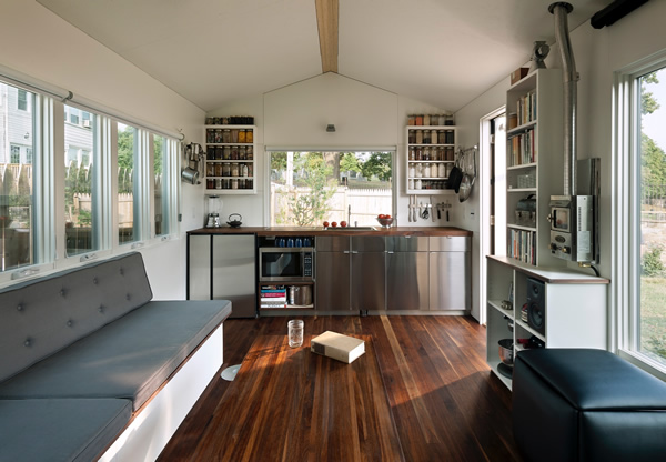 Minim House spacious and modern interior