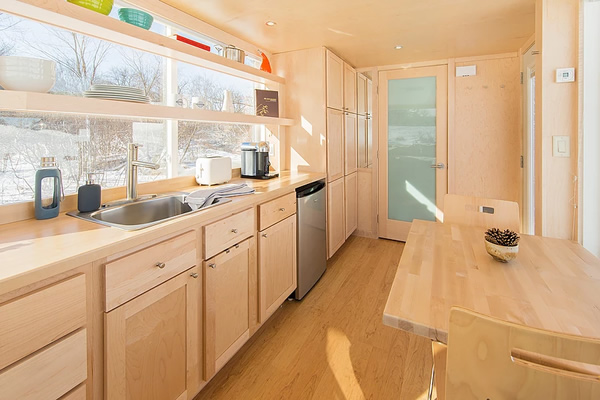 Tiny House Vista kitchen and dining area