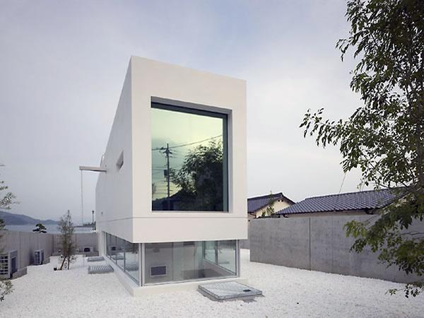 Garden and Sea House by Takao Shiotsuka Atelier.